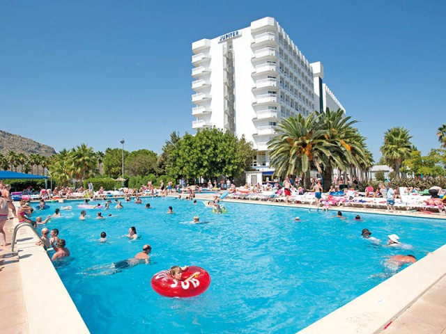 How to Keep Your Children Safe at the Waterparks and Pools of Alcudia
